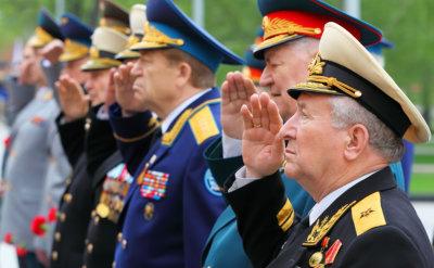 veterans' salutes during national anthem